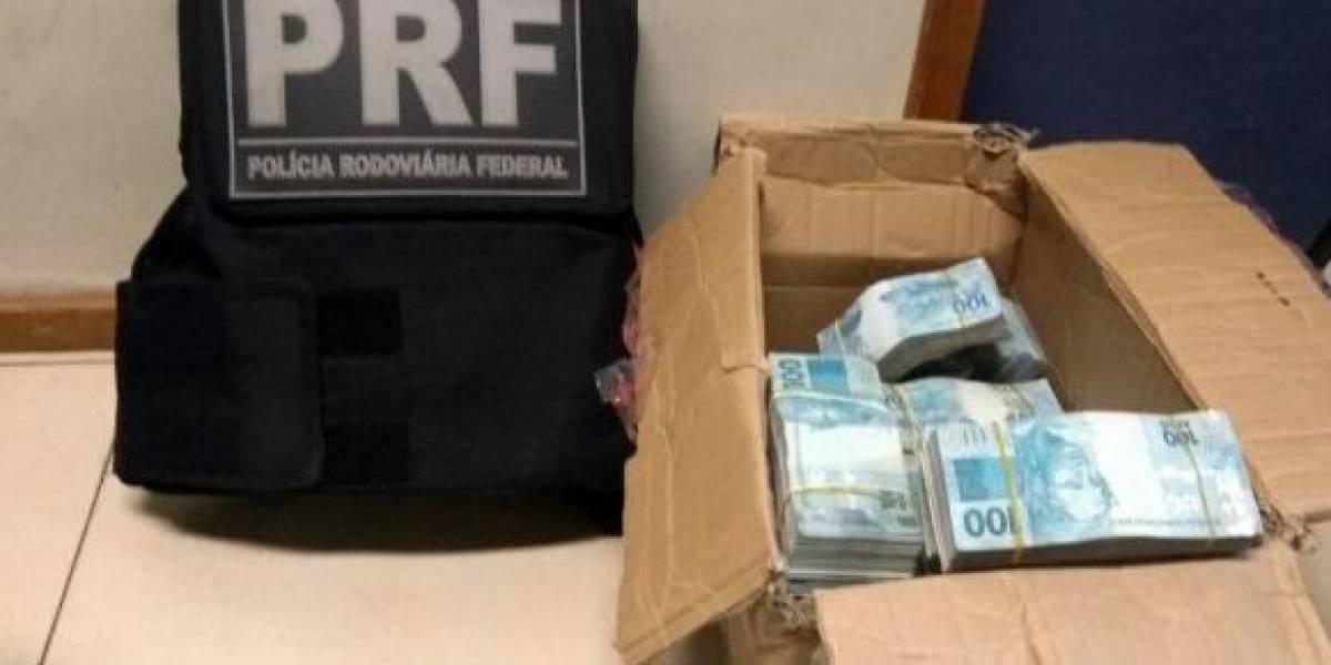 PRF flagra suspeitos com mais de R$ 850 mil em um carro na Dutra