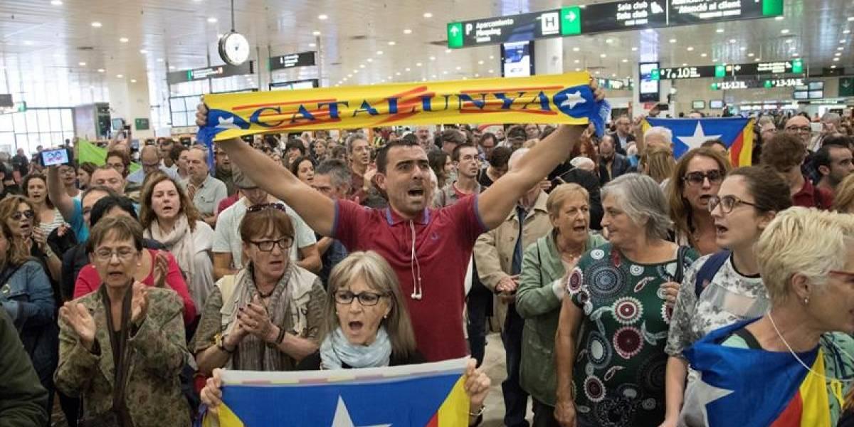 Cortan carreteras y línea del tren en Cataluña en protesta por encarcelamiento de miembros del destituido gobierno