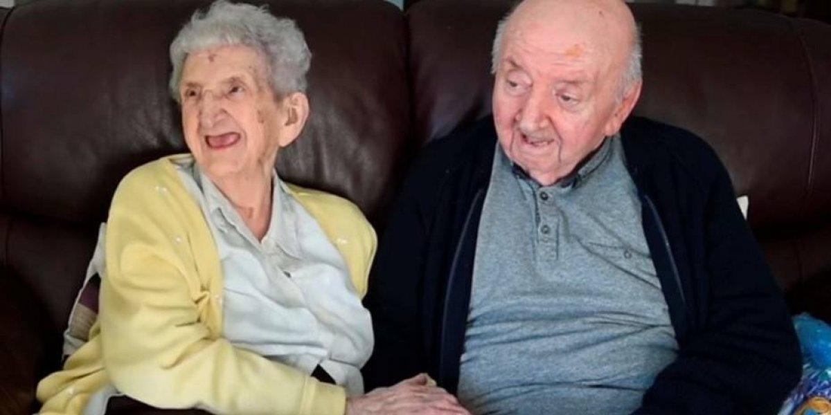 El amor de madre es eterno: mujer de 98 años cuida a su hijo de 80