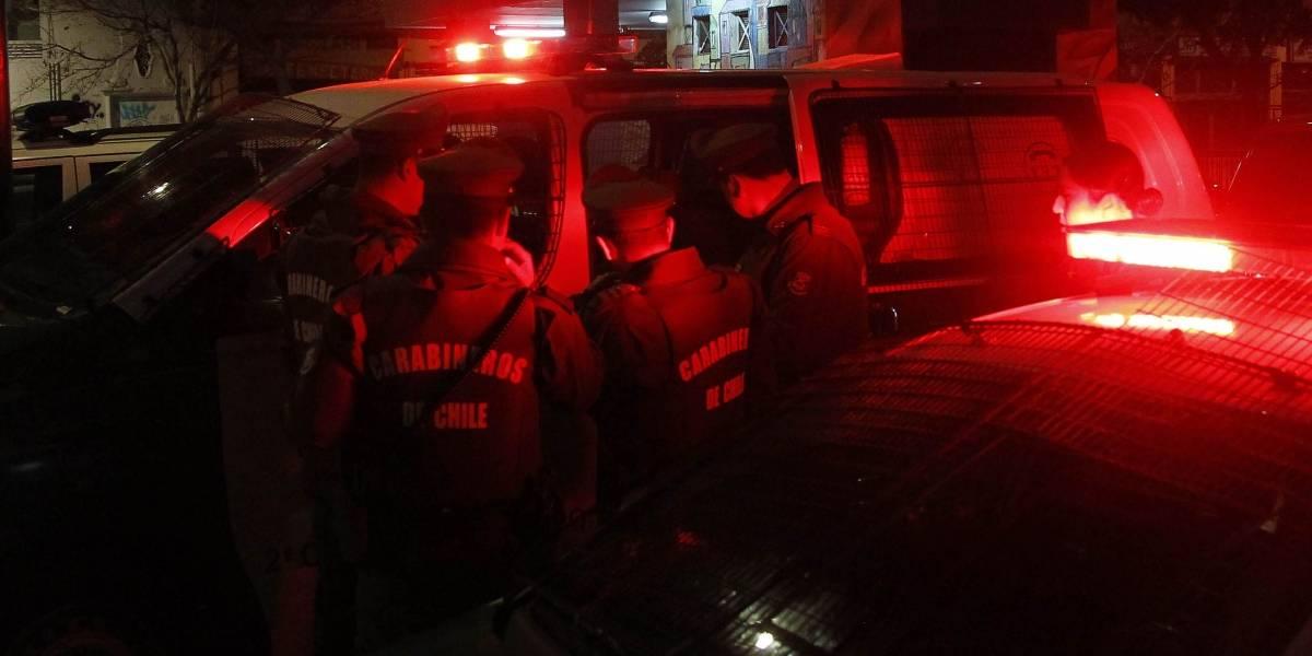 """Mujer de 27 en riesgo vital por """"bala loca"""": estaba tomando once con su familia"""