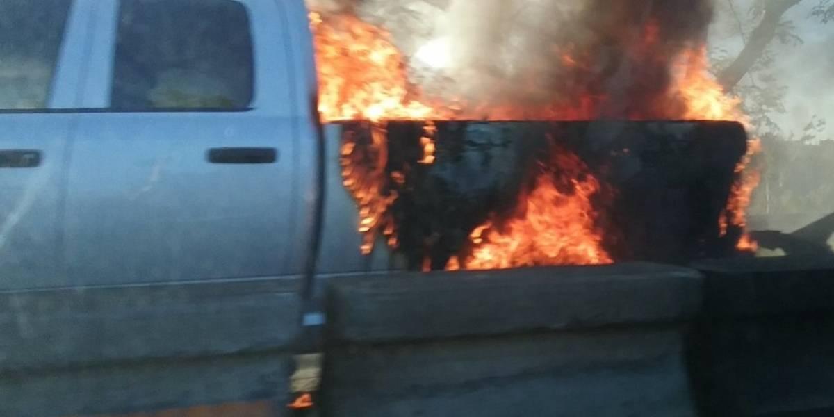 Carro se incendia en expreso PR-52