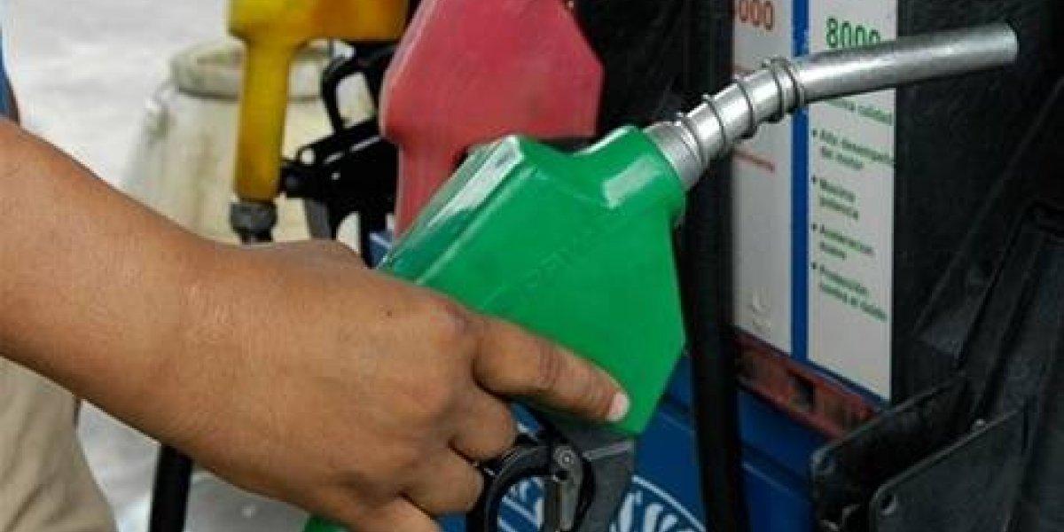 Mayoría de los combustibles bajarán entre 1 y 2 pesos a partir de mañana