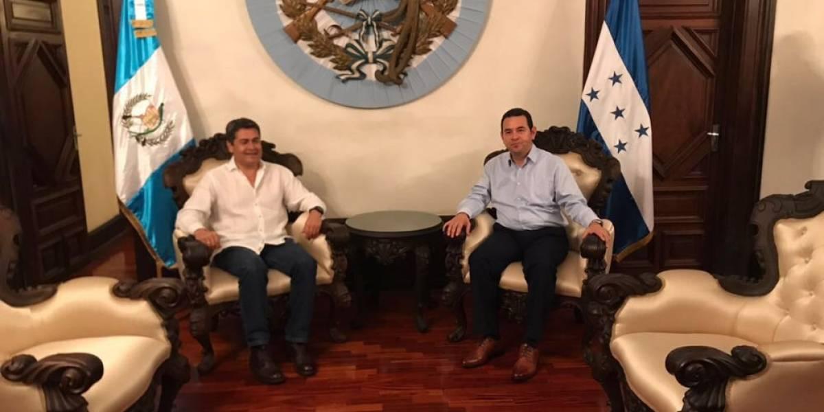 Presidente de Honduras realiza visita exprés en el país, sin previo aviso