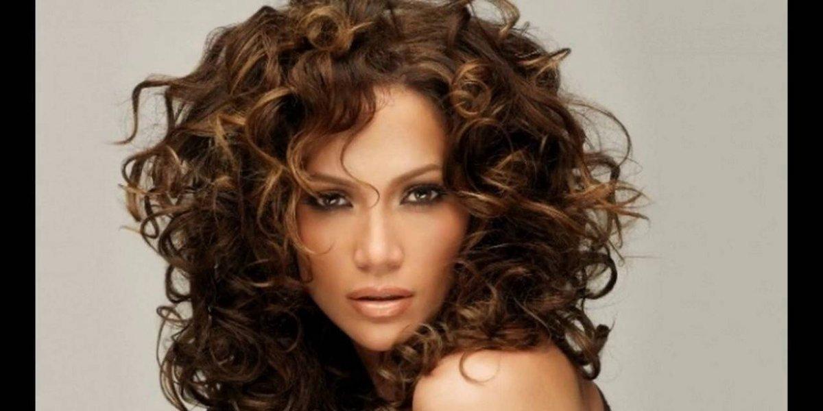 Te decimos cómo usar fleco con el cabello rizado