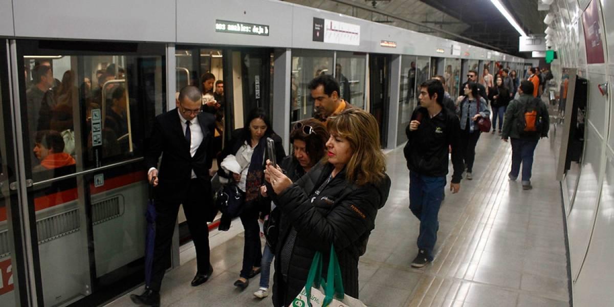 """""""Impagable"""": así vivieron los usuarios de la Línea 6 del Metro su primer viaje en la """"hora punta"""" de la mañana"""
