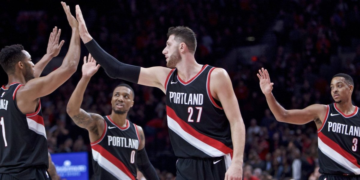 Trail Blazers derrotan a los Lakers con triple de Lillard