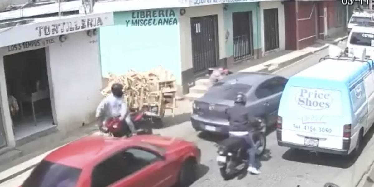 Publican en Facebook video de robo a piloto en Boca del Monte