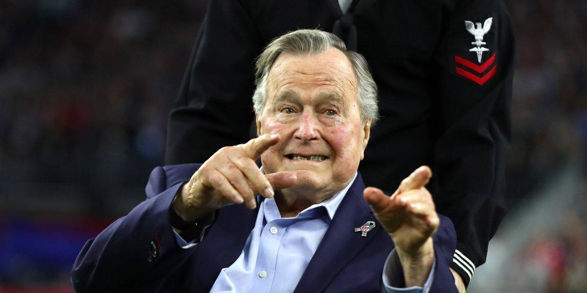 Ex presidente George H. W. Bush llama 'fanfarrón a Donald Trump