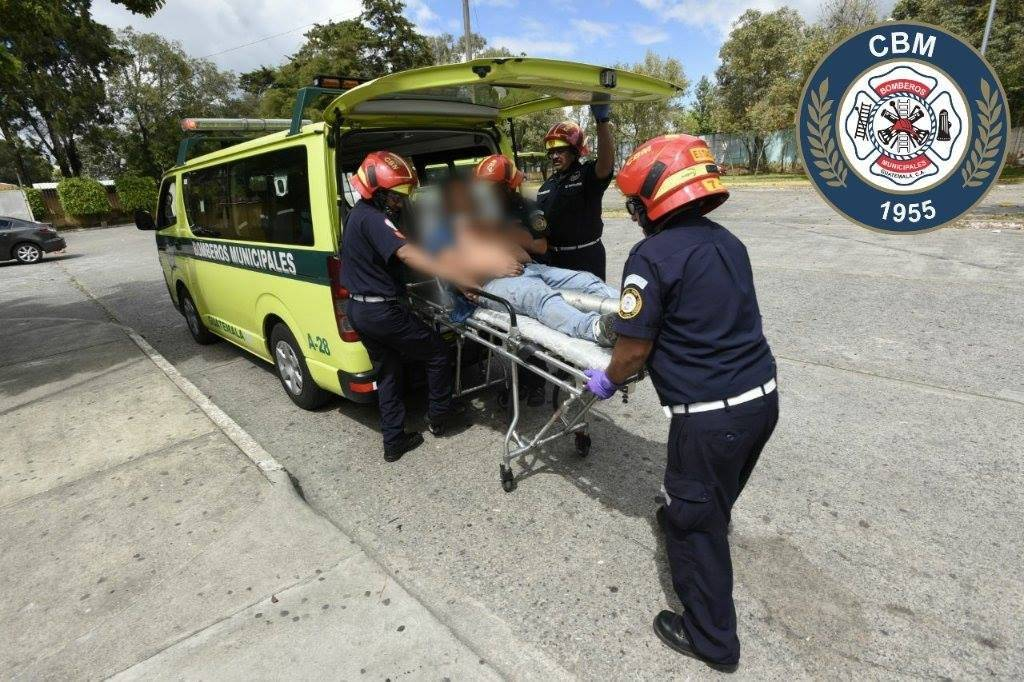 Piloto herido por impacto de bala