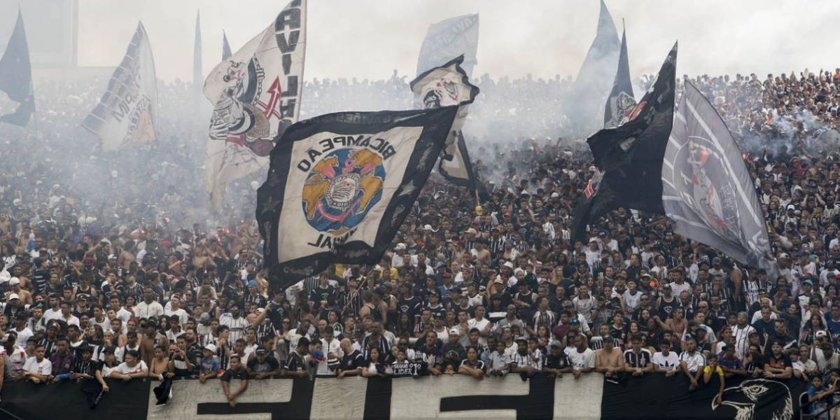 Corinthians leva 32 mil torcedores a treino aberto e Carille define time