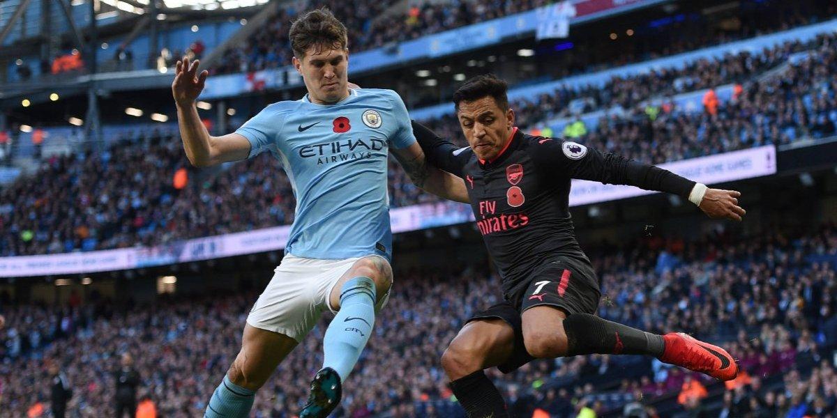 Alexis Sánchez sucumbió ante el poderío del Manchester City en la caída del Arsenal