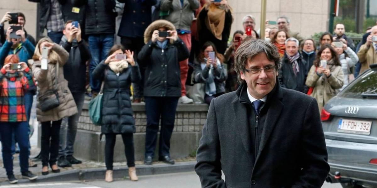 Carles Puigdemont se entrega a la justicia de Bélgica y sale en libertad bajo medidas cautelares a la espera de que se decida su entrega a España
