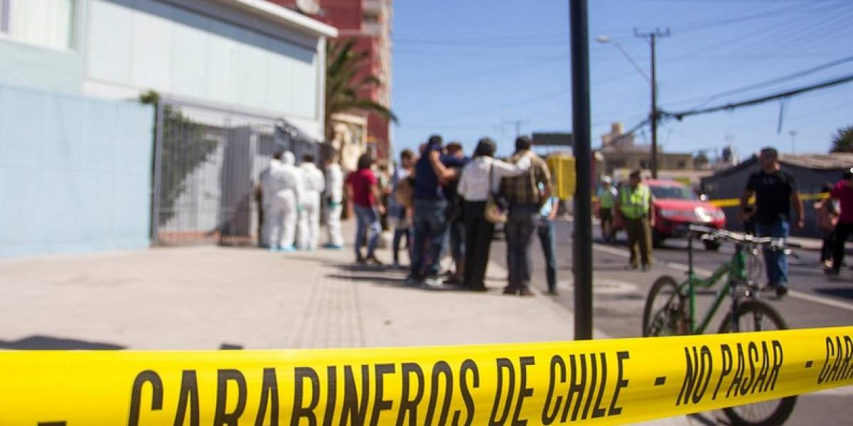 Femicidio: Hombre mató a su pareja a puñaladas en Santiago centro