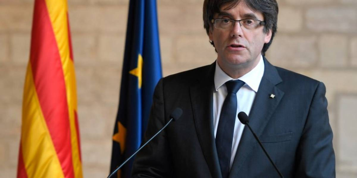 El destituido presidente catalán se entrega a la policía