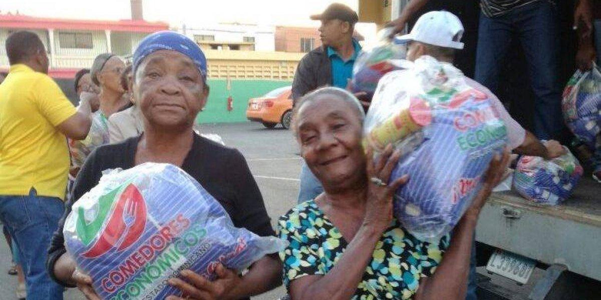 Cientos de personas reciben alimentos crudos en Comedores Económicos