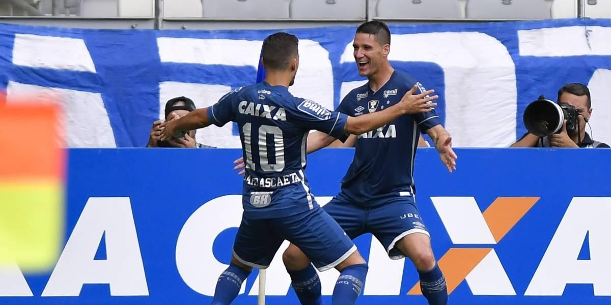 Cruzeiro bate Atlético-PR, encerra jejum e segue entre os primeiros no Brasileirão