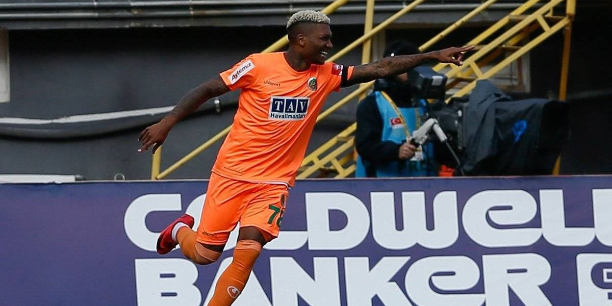 Junior Fernandes anotó un doblete en goleada del Alanyaspor en la Liga Turca