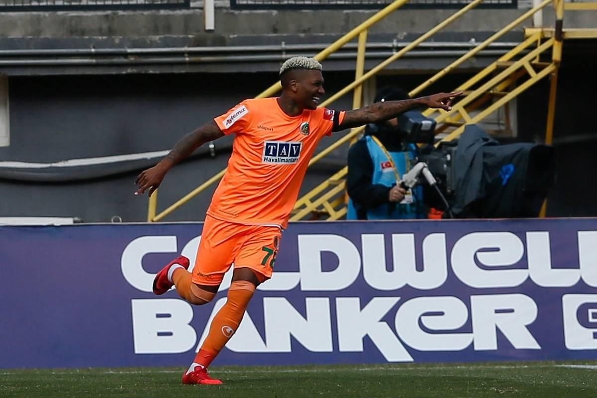Junior Fernandes anotó un doblete en goleada del Alanyaspor en la ...