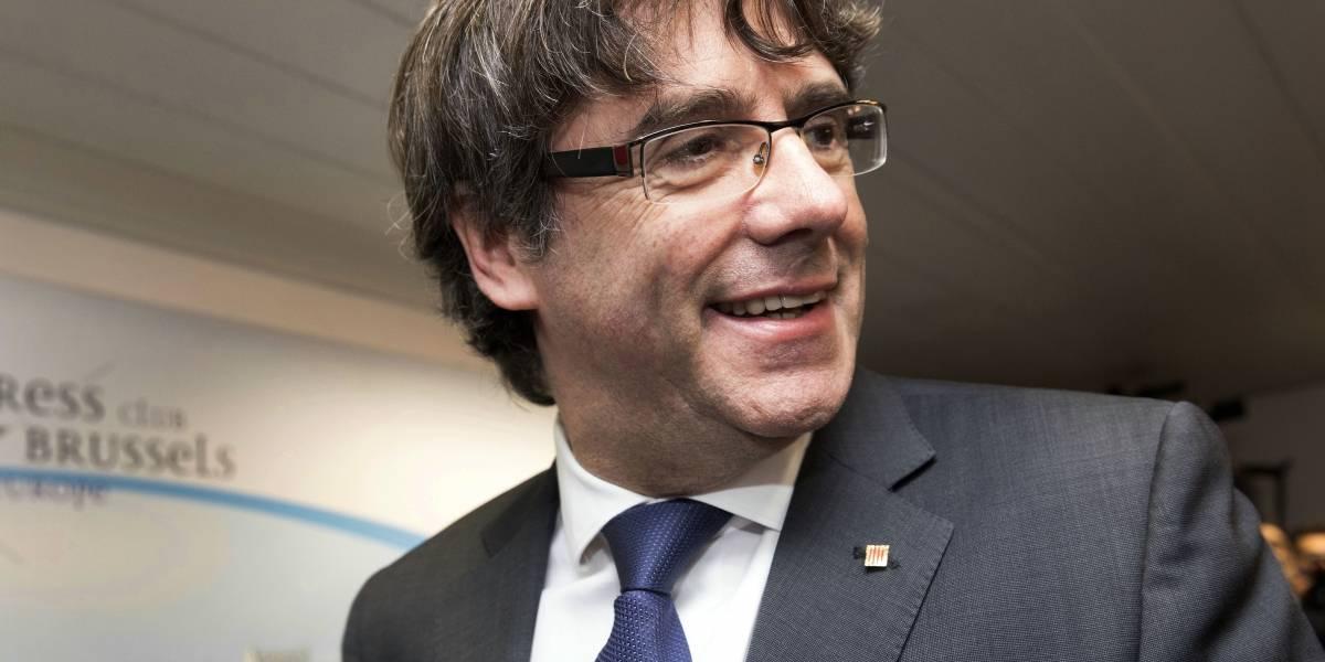 Puigdemont y cuatro exministros se entregan a la policía en Bélgica