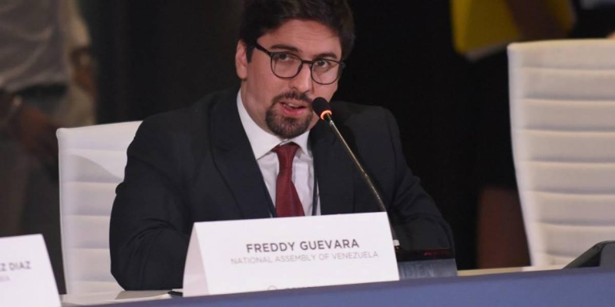 Líder opositor venezolano se refugió en residencia del embajador chileno