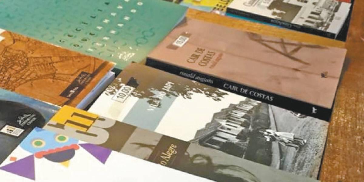 Livro doado é vendido pela prefeitura de Porto Alegre