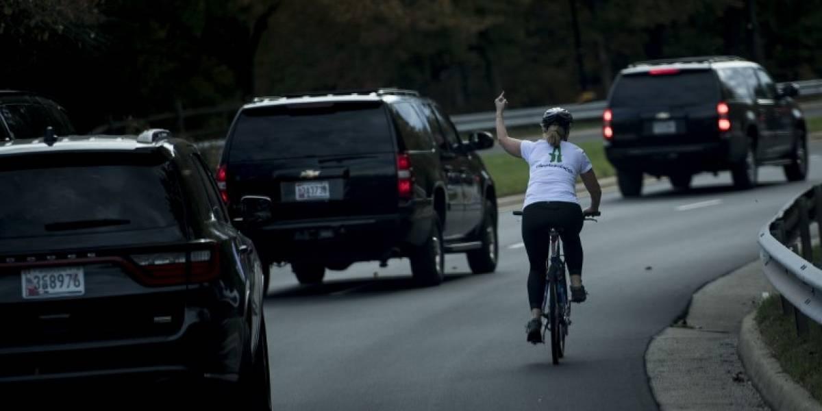 Esta mujer fue despedida de su trabajo por el hacer gesto obsceno a Trump