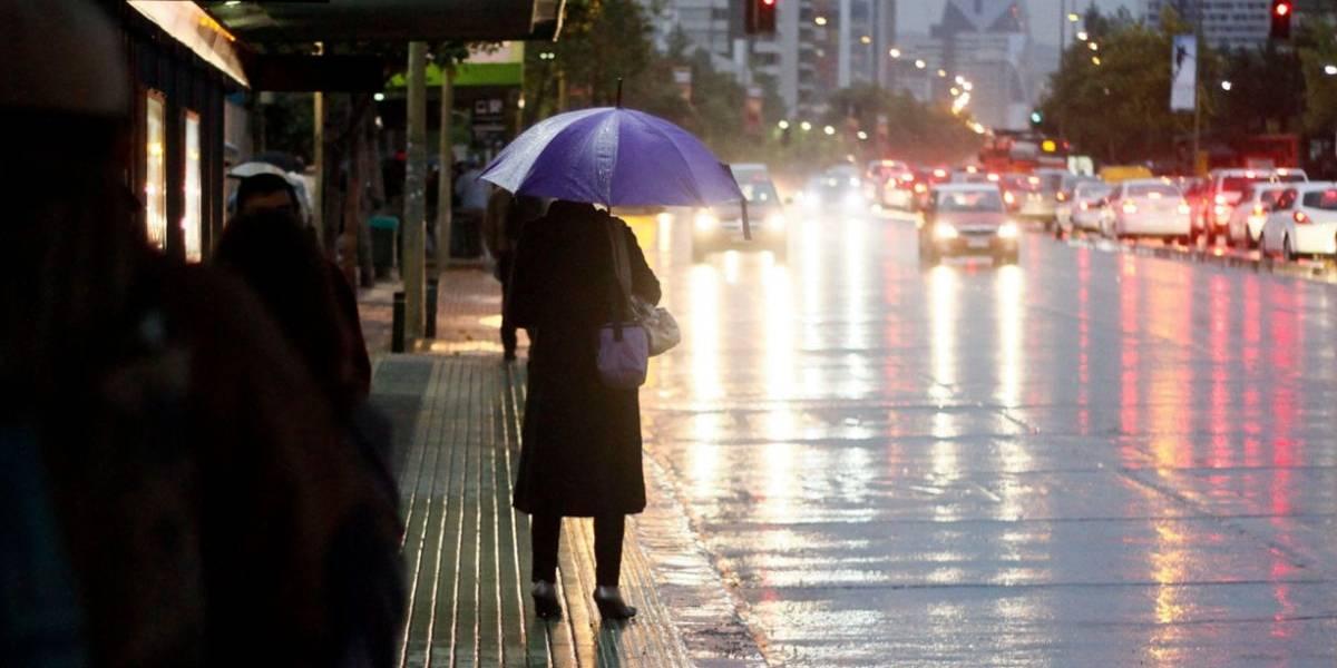 Tras los vientos huracanados y la lluvia llegarán las bajas temperaturas: la dura semana que anticipan los meteorólogos para Santiago
