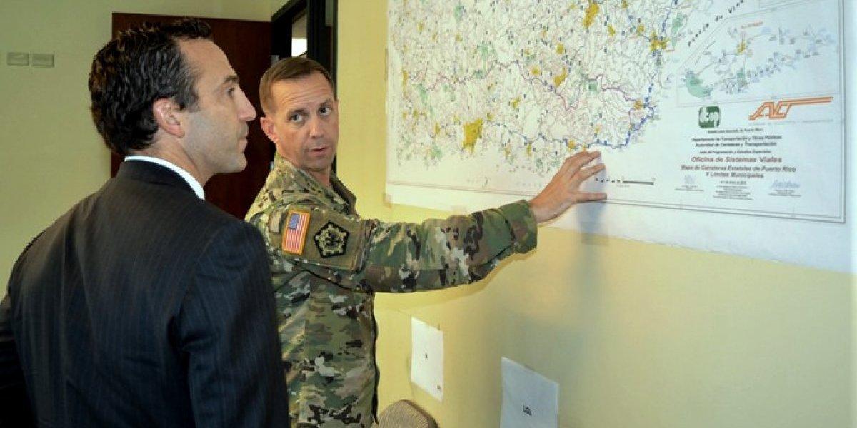 Asistente de Trump visita oficina de recuperación del Cuerpo de Ingenieros