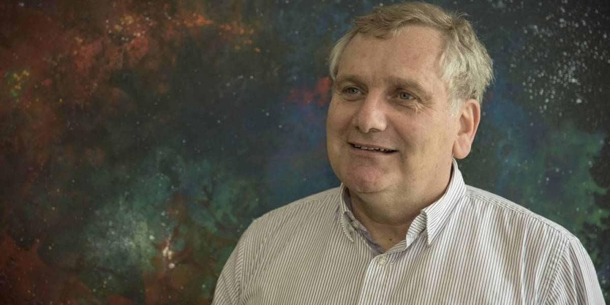 Estrellas, supernovas, galaxias... Pregunta todo lo que quieras saber sobre astronomía y el universo al científico chileno Mario Hamuy