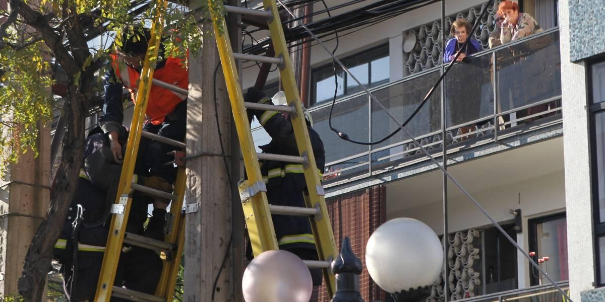 Trabajador fallece en plena faena mientras arreglaba tendido eléctrico en Providencia
