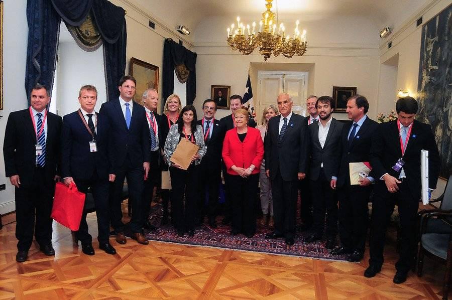 Expertos visitaron a la presidenta Bachelet en La Moneda