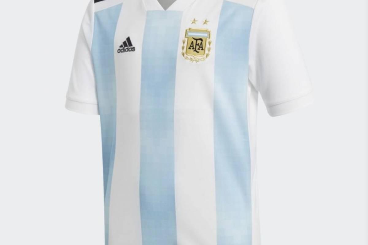 La Selección Argentina con su nueva indumentaria