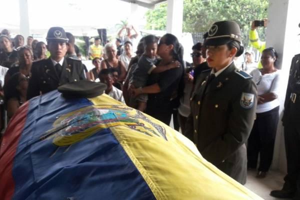 Policía investiga el fallecimiento de 3 policías en Río Blanco