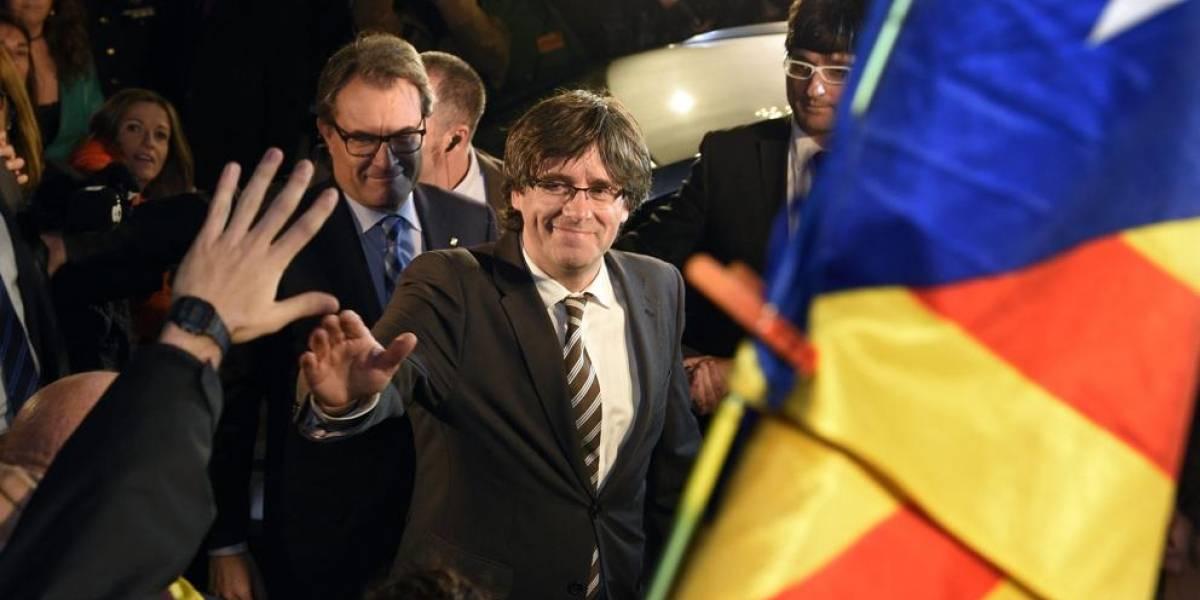 """Presidente catalán asegura que España """"es un estado alejado de la práctica democrática"""" tras salir """"en libertad y sin fianza"""""""