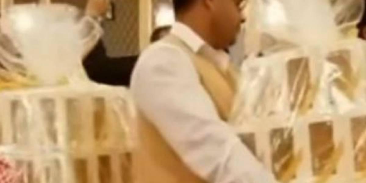 Noivo árabe dá iPhone 8 e colares de diamantes para convidados em seu casamento