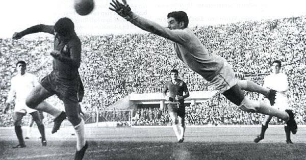 Ignacio Calderón - Ex futbolista que se desempeñaba como guardameta, estuvo 13 años con Chivas/Internet