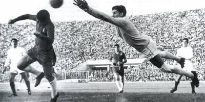 Ignacio Calderón - Ex futbolista que se desempeñaba como guardameta, estuvo 13 años con Chivas
