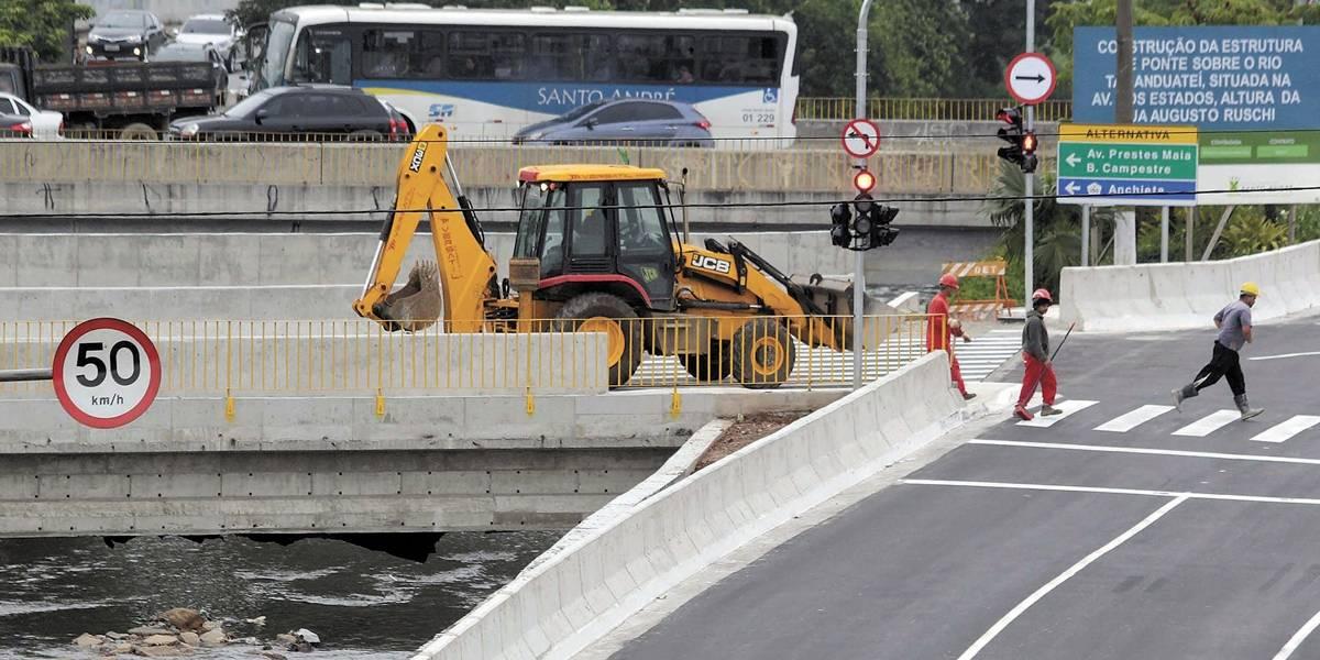 Ponte na avenida dos Estados é liberada para o tráfego em Santo André