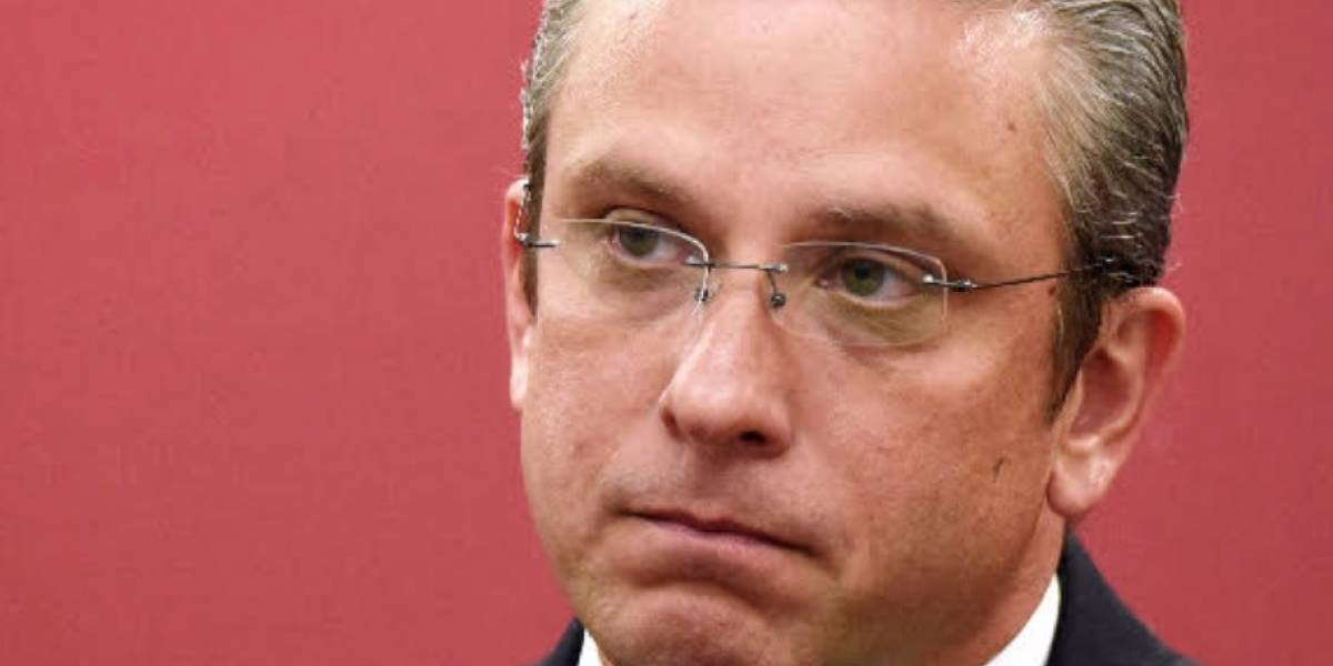 Culpan a administración de García Padilla por falta de materiales AEE