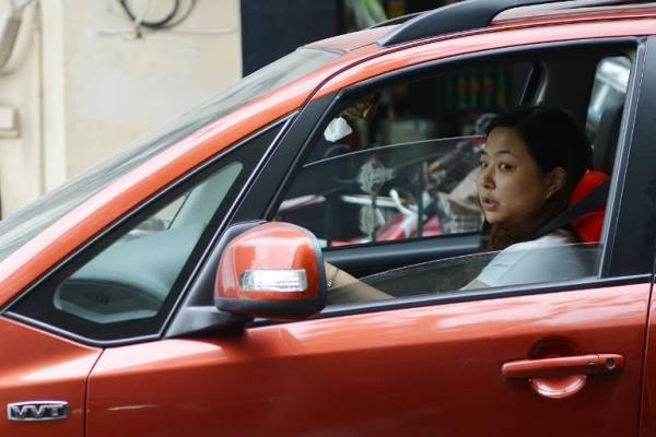 autos mujeres china
