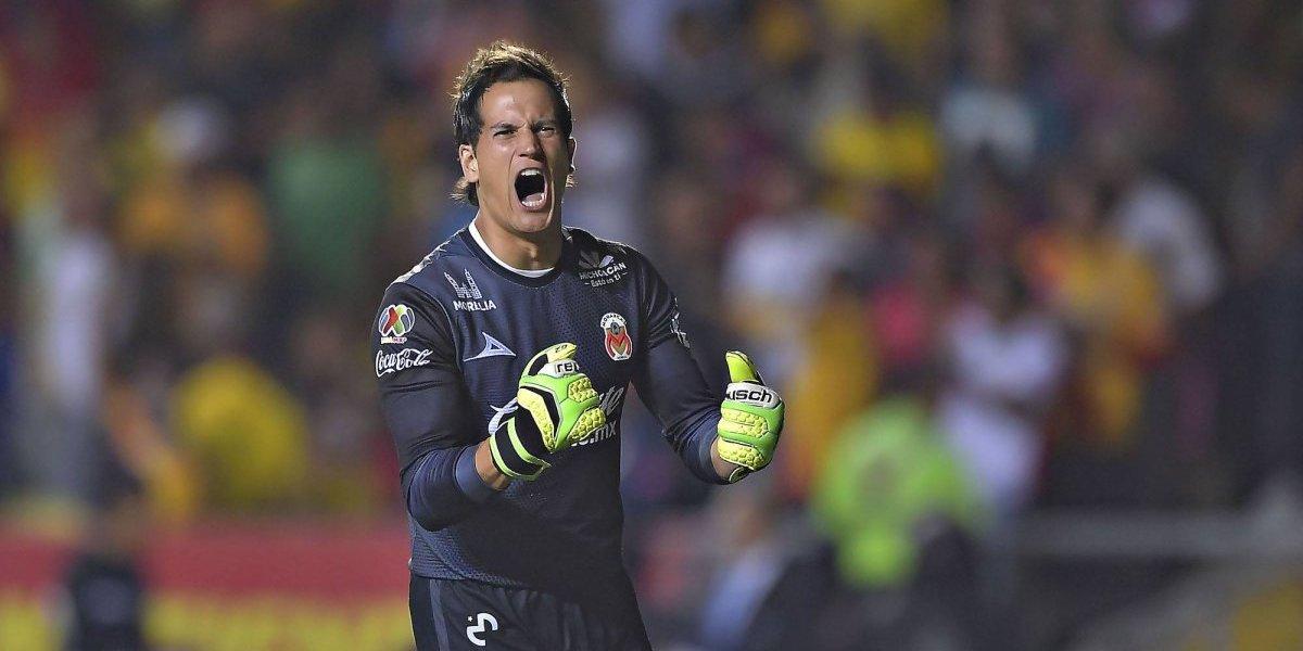 El portero de Monarcas Morelia obsequió jersey a su fan número uno