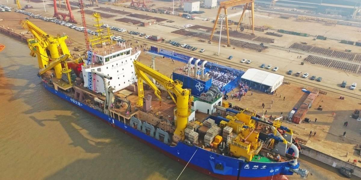 """¿Cómo es el barco que en China llaman """"creador mágico de islas"""" y por qué es importante?"""
