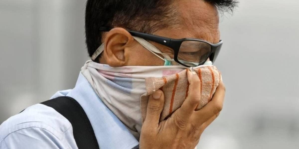 """""""Delhi se está volviendo inhabitable"""": el retorno de una niebla espesa que tiene alarmados a los residentes de la capital de India"""