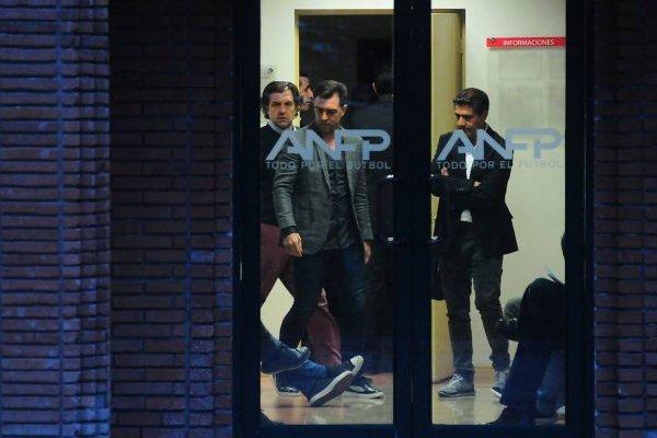 Pablo Guede se presentó en la sede de las ANFP en compañía del presidente de Blanco y Negro Aníbal Mosa / Foto: Agencia UNO