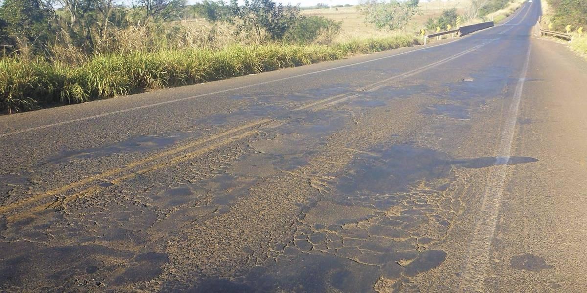 Metade das estradas de Minas Gerais é assim...