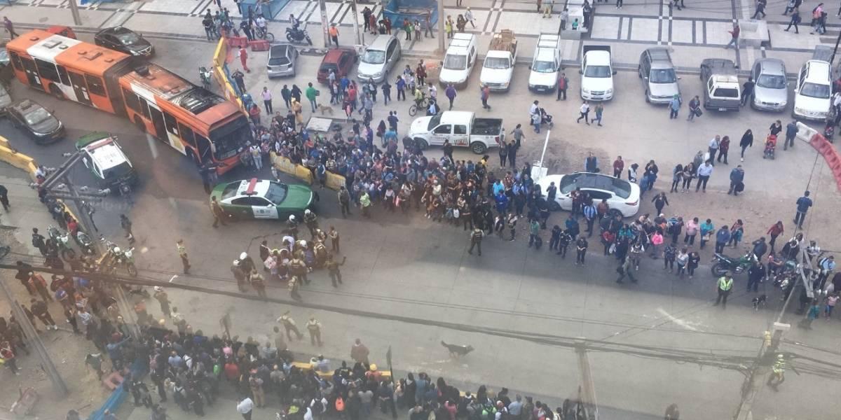 Tres personas heridas deja atropello y balacera en Plaza de Maipú