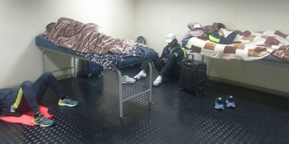 Jugadores del club Petrolero durmieron en el suelo del estadio