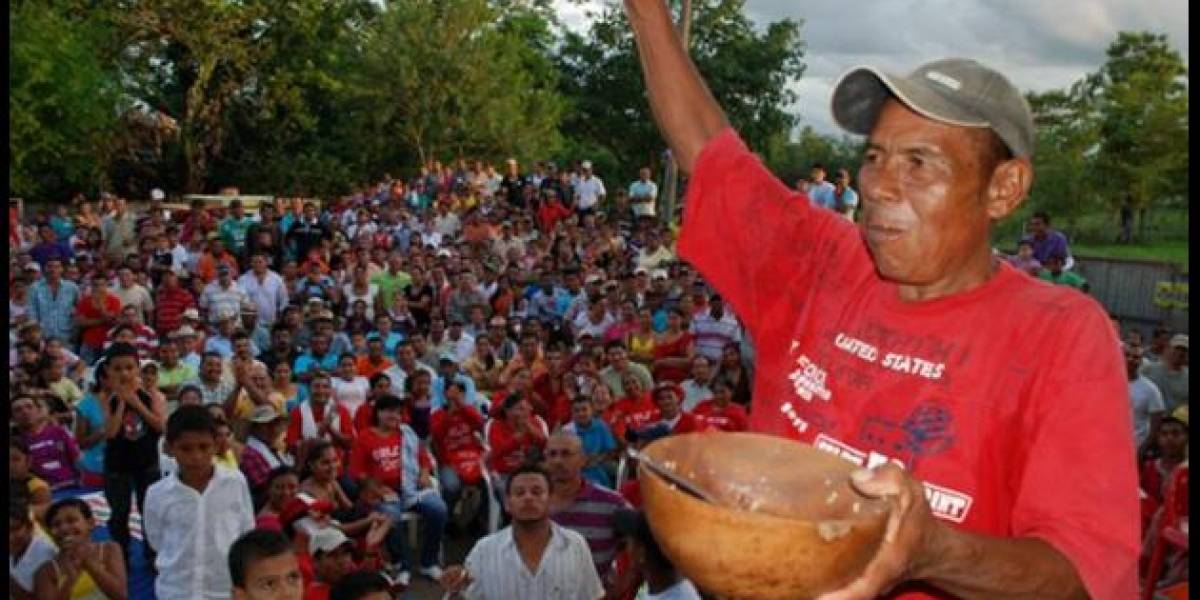 Gana récord nacional al comerse ocho libras de arroz en pueblo costeño