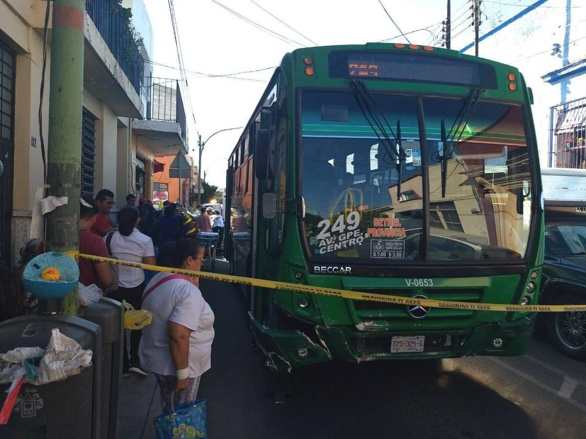 La colisión ocurrió en el cruce de las calles Juan Manuel y Jesús. FOTO: Cortesía