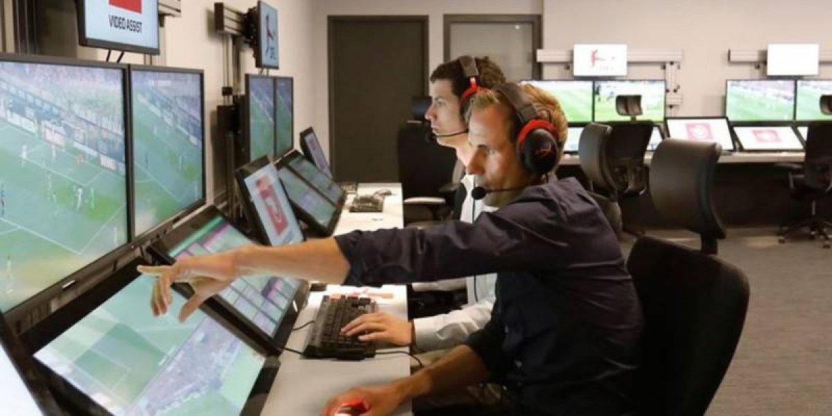 Ex árbitro encargado del VAR es despedido en Alemania